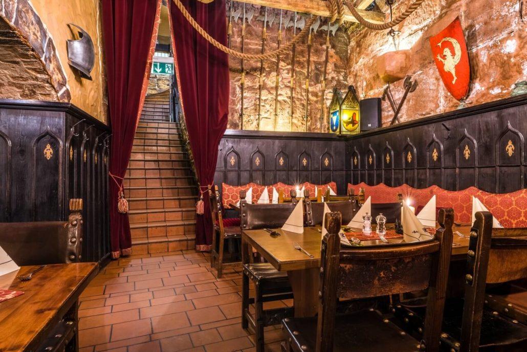 willkommen bei der alten k ch n im keller historiches restaurant in n rnberg. Black Bedroom Furniture Sets. Home Design Ideas